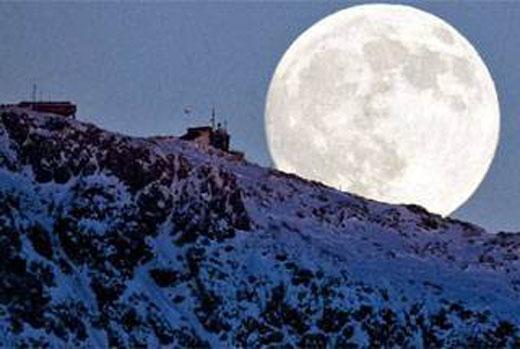 lo-spettacolo-della-luna-gigante