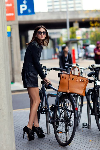 Olivia-Palermo_bike-and-heels_London_photo-by-The-Sartorialist