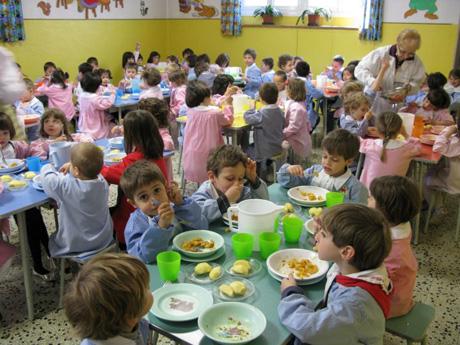 ambiente-e-scuola-basta-con-i-piatti-di-plastica-nelle-mense-640x480