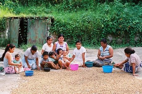 Donne-bambini-Maya-Nuts