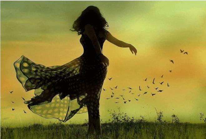 Donna-che-balla-in-campagna
