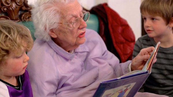 anziani-e-bambii-preschool-retirement-home-documentary-present-perfect-evan-briggs-24